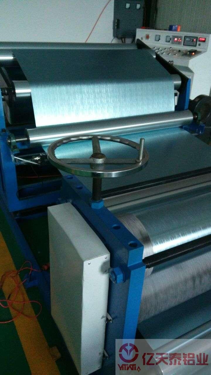 廊坊蓝色聚氨酯与防腐两面涂层压花铝箔效果图